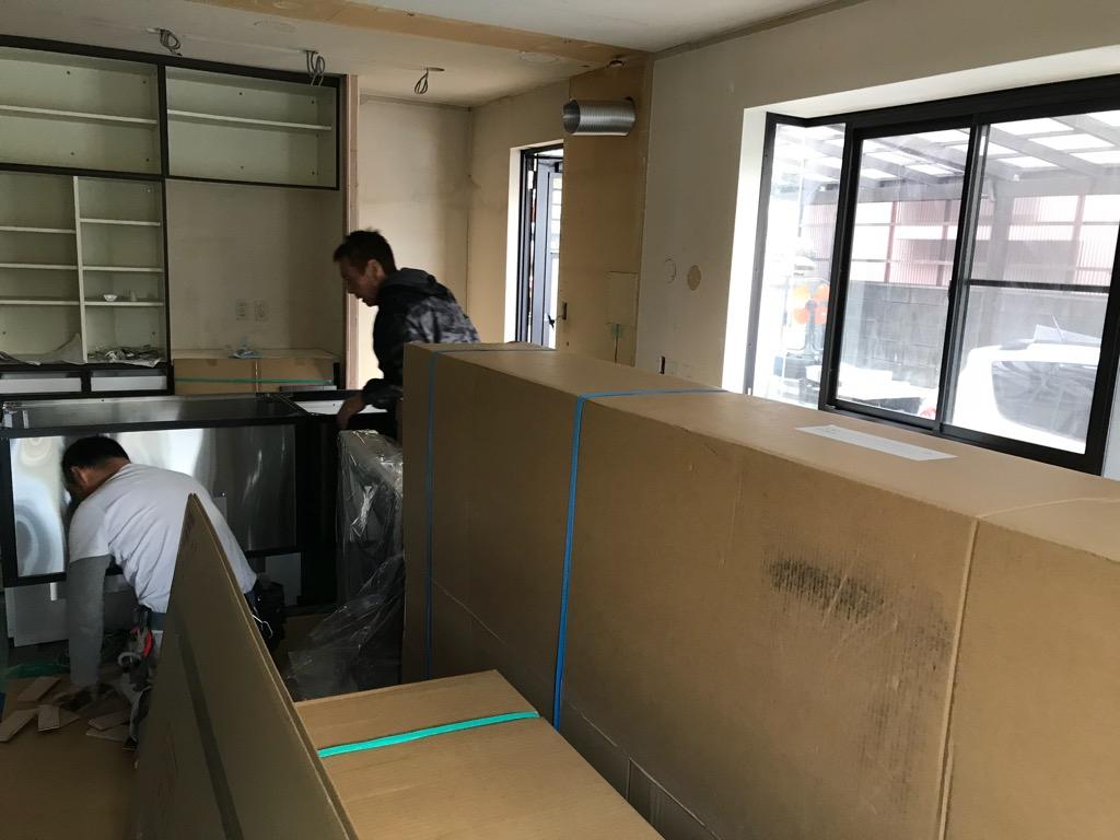 内装リフォーム工事 壁紙 キッチン 会社ブログ 有限会社 エミシア 広島市で外壁塗装 外壁リフォーム 屋根工事を行う有限会社エミシアのブログページです